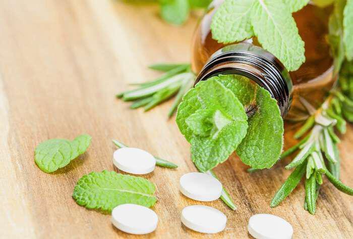 enallaktikes-apodedigmenes-thavmatourges-therapies-pou-thaftikan-apo-tis-farmakoviomichanies