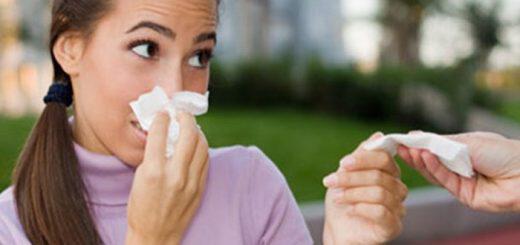 ypofereis-apo-allergiki-rinitida-alla-protimas-na-min-pairneis-farmaka