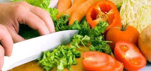 to-mahairi-katastrefei-tis-vitamines-ton-lahanikon