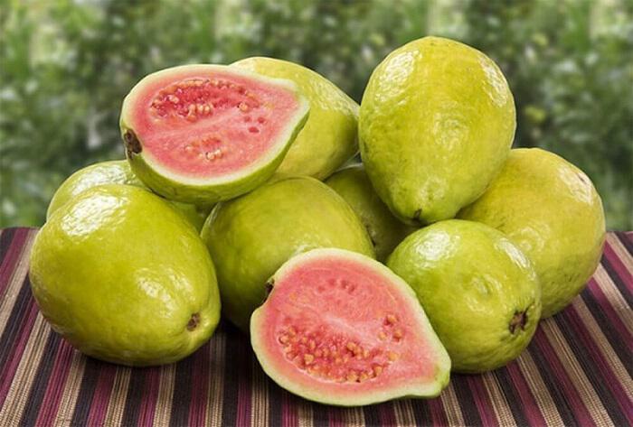 gkavafa-i-guava-to-exotiko-froyto-tis-lerou