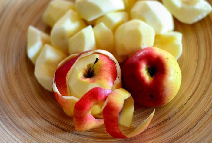 Φλούδες μήλου: Έξυπνοι τρόποι να τις χρησιμοποιήσουμε
